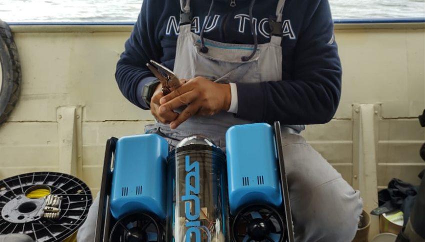 Dron submarino monitorea boya meteorológica en la Laguna de Tota